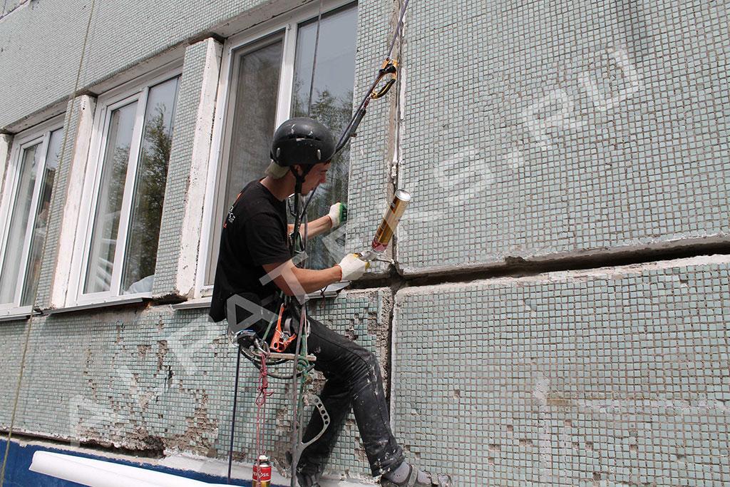 Заделка швов в пластиковых окнах с наружи